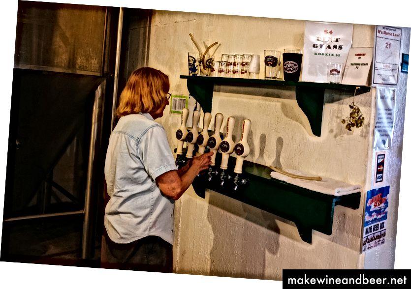 ওল্ড পন্ড ব্রুওয়ারি, একটি ব্রোয়ারি যা বয়সের জন্য মহিলাদের মালিকানাধীন, এবং হ্যাঁ যা স্কোহেগানের প্রতি আকর্ষণ করে
