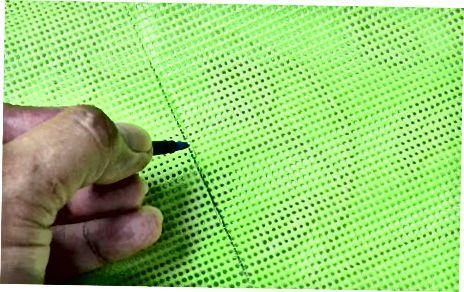 एक फ्रेम और प्लास्टिक कैनवस का उपयोग करना