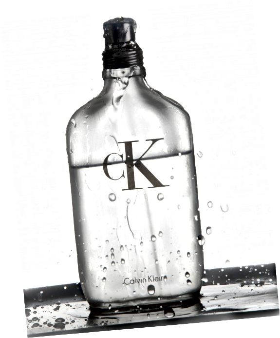 """Nebojte se, pokud je vaše láhev méně než komplikovaná; pomyslete na jednoduché balení a prezentaci """"CK One"""" a """"Chanel No. 5"""""""