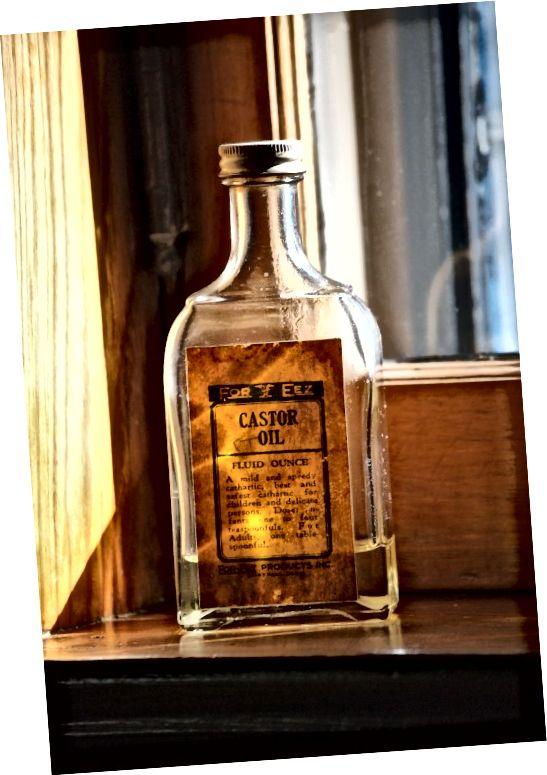 अरंडी का तेल हजारों वर्षों से है और इसके कई उपयोग हैं।