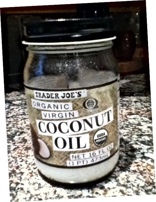 कार्बनिक नारियल तेल सबसे व्यापक रूप से इस्तेमाल किया जाने वाला और लाभकारी तेलों में से एक है।