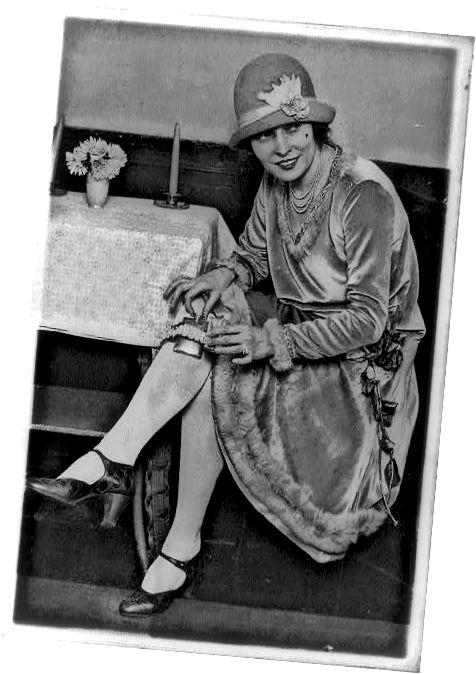 1926 फ्लास्क के साथ फ्लैपर