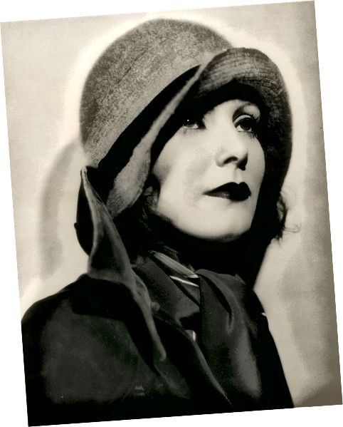 Greta Garbo v Cloche Hat cca 1920
