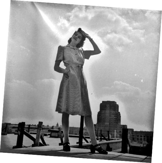 उपयोगिता मानकों (1943) के बाद रेयान से बनी साधारण पोशाक।