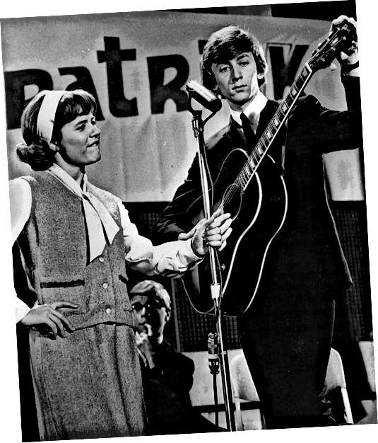1965 년 고등학교 패션 : 패티 듀크 (Patty Duke)는 패티와 캐시 (Pasty and Cathy)와 같은 사촌과 고등학교 동료에 대한