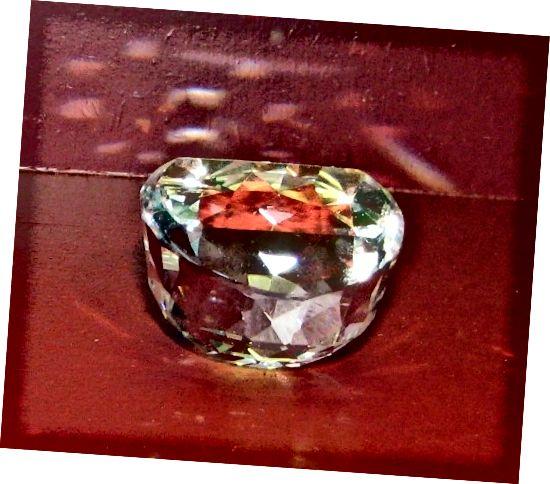 Orlovský diamant zobrazen vzhůru nohama