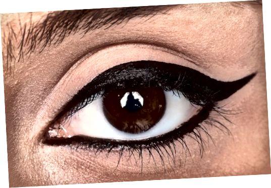 Používajte očné linky s nízkym vekom striedmo.