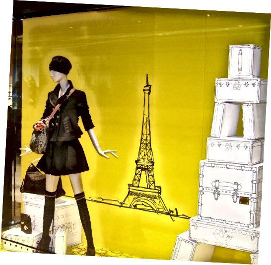 पेरिस में एक खिड़की का प्रदर्शन