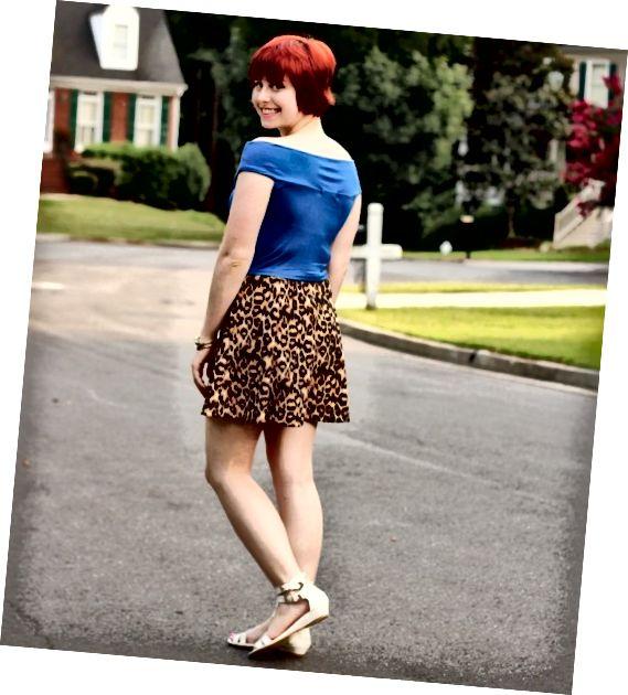 Vzorovaná bruslařská sukně je perfektním letním oblečením.