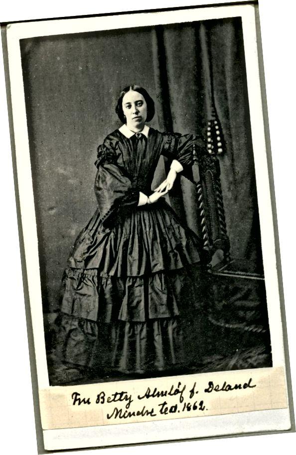 1860-я гады: рукавы пагады, нізка пастаўленая лінія плячэй, спадніца з абручамі і цэнтральная частка валасоў мяркуюць, што гэты здымак зроблены ў 1860-я гады.