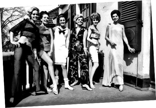 Une grande variété de styles du milieu des années 60, y compris les cheveux bouffants, les jupes courtes, les bottes go-go, le haut middriff et les shorts bermuda.