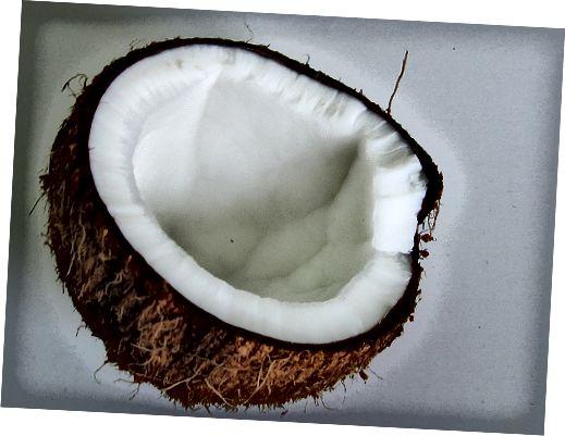 Το λάδι καρύδας είναι ένα από τα καλύτερα διαθέσιμα φυσικά ενυδατικά.