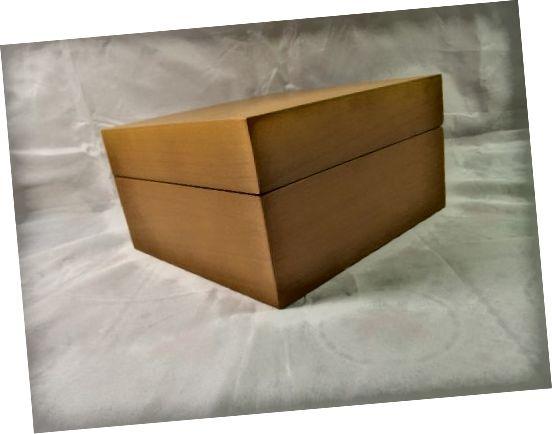 Škatuľa obsahujúca repliku Panerai Luminor