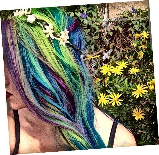 Fialová, modrá a zelená kombinace