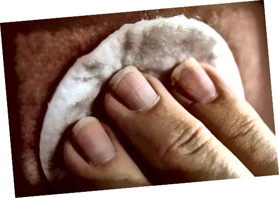 Φροντίστε να είστε απαλοί κατά την εφαρμογή και την αφαίρεση του μακιγιάζ.