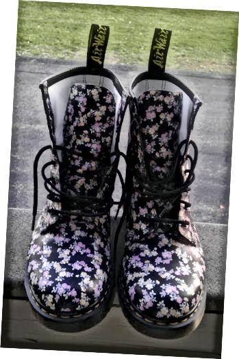 मिनी Tydee 1460 डॉ। मार्टेंस बूट जल्दी से मेरे पसंदीदा जूते में से एक बन गया है।