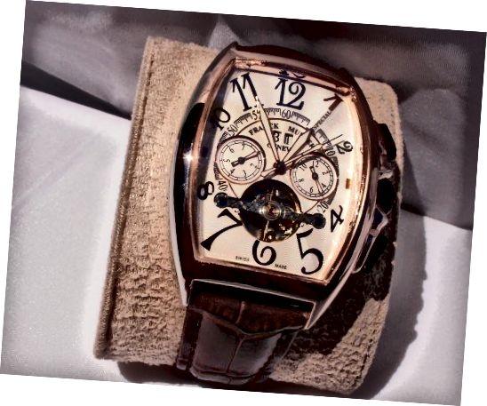 Το ρολόι ρεπλίκα.