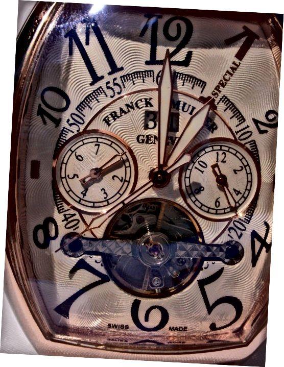 Οι πληροφορίες σχετικά με τον τηλεφωνικό αριθμό ταυτοποιούν το ρολόι ως ελβετικό ρολόι Franck Muller που κατασκευάζεται στη Γενεύη.