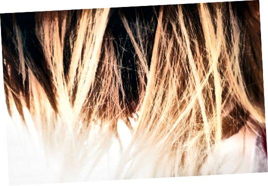 यदि आप ऊब गए हैं और अपनी शाम को जीना पसंद करेंगे, तो अपने बालों को उजागर क्यों न करें? यह एक चुनौती हो सकती है, लेकिन यह किया जा सकता है।