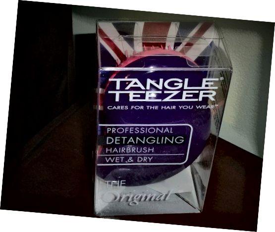 Το Detangling Hairbrush του Tangle Teezer λειτούργησε τέλεια για τα μαλλιά μου που είναι επιρρεπή σε σύγχυση.