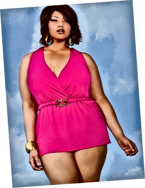 Tyto plavecké šaty ohlávky plus velikosti mají všité měkké podprsenky, podšívku ze síťoviny a odepínací pásek.