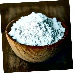 Харчова сода - це ніжний абразивний засіб, який може допомогти позбавити обличчя від мертвих клітин шкіри.