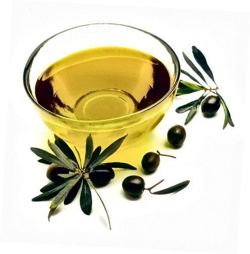 Оливкова олія не закупорює пори і рясніє здоровими вітамінами.