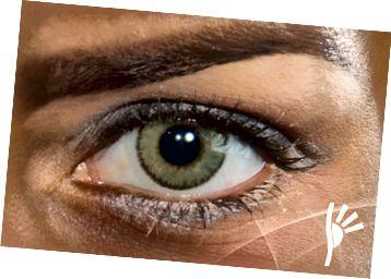 Solotica zelený kontakt na hnědé oko.