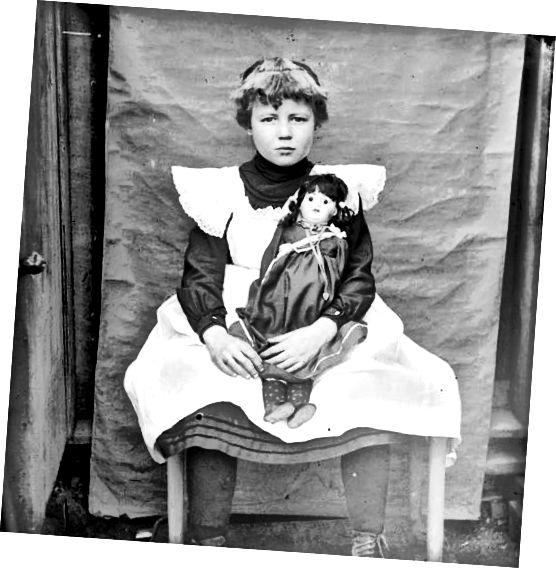 کودک پوشیده از Pinafore