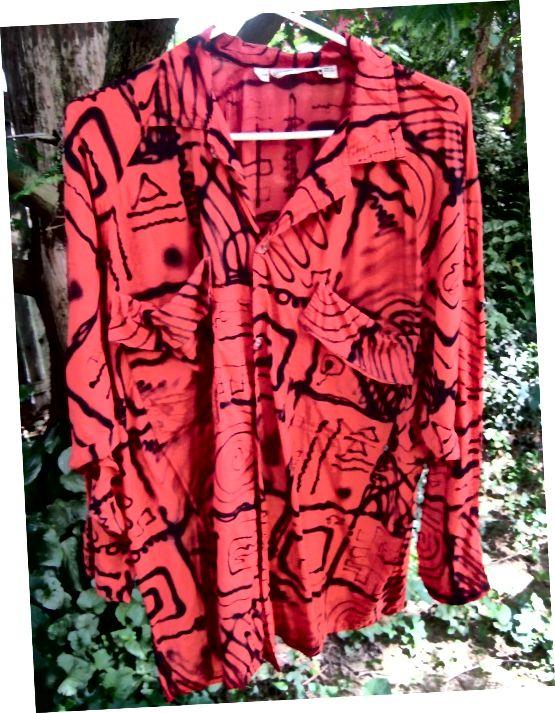 80 के दशक में एक फैशनेबल कपड़ों के ब्रांड एस्प्रिट द्वारा भित्तिचित्र-प्रिंट ब्लाउज।