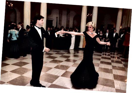 जॉन ट्रावोल्टा और राजकुमारी डायना 1985 में नाचते हुए।