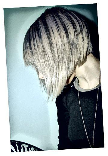 Tónovaný popel blond vlasy