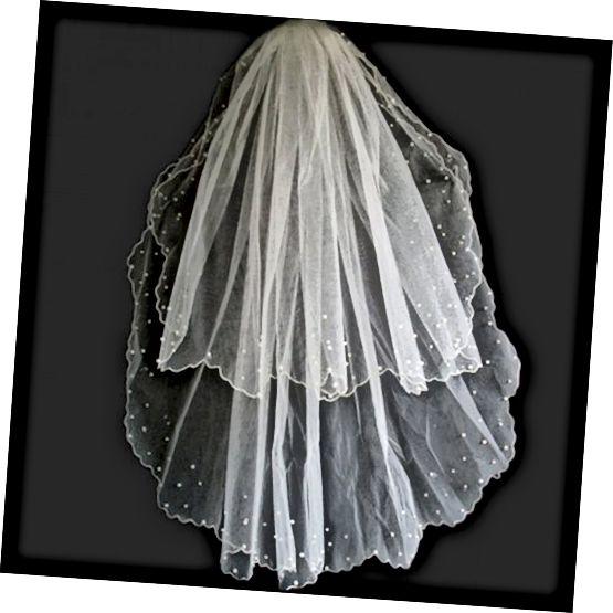 प्राचीन यूनानियों के अनुसार, इस तरह से मोती के साथ घूंघट पहने हुए, दुल्हन को उसकी शादी के दिन रोने से बचने में मदद करेगा।