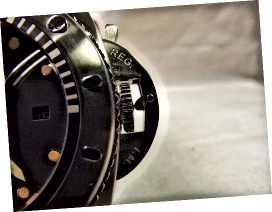 Parnis Marina Militare Automatic ، نمای نمایی از محافظ تاج خود را نشان می دهد