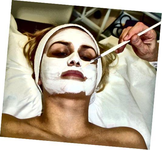 Một mặt nạ dễ dàng được thực hiện và áp dụng tại nhà, không cần phải có một khuôn mặt đắt tiền được thực hiện tại một thẩm mỹ viện.