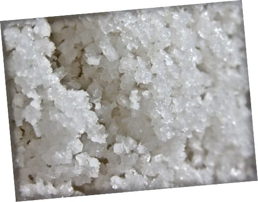پوست نمک را با داشتن مواد معدنی زیاد ، خاصیت ضد باکتریایی و همچنین توانایی از بین بردن سلولهای مرده پوست دوست دارد.