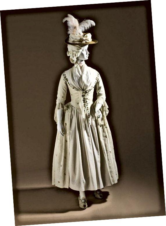 Το απλό Robe a la 'Anglaise, γύρω στα 1780, σε κεντημένα λευκά είδη