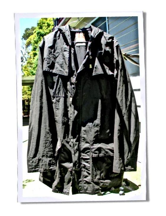 Tento starý kabát zoufale potřeboval reproofing