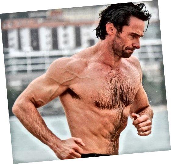 هیو جکمن اثبات زندگی است که موهای سینه بر روی مردان ، به مقدار مناسب ، بسیار جهنم به نظر می رسد.