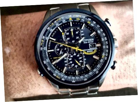 با نگاهی جسورانه به رنگ آبی و زرد و زمانبندی اتمی ، واقعاً یک انتخاب عالی برای سبک و کاربردی است.