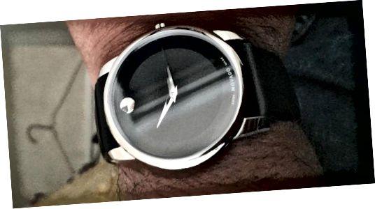 ساعت چرمی موزه مردانه Movado سادگی و ظرافت را بهمراه می آورد.