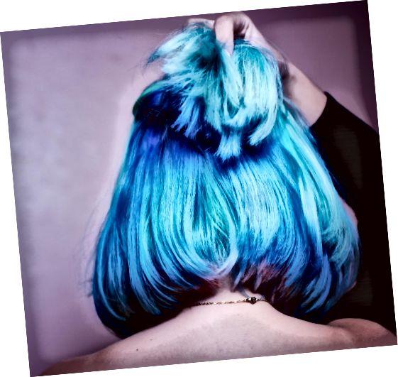 Σκέφτεστε να βάψετε τα μαλλιά σας με τη μέθοδο Kool-Aid; Οι πιθανότητες είναι ατελείωτες. Σκεφτείτε να πεθάνετε ολόκληρο το κεφάλι σας, μόνο τα άκρα ή να δημιουργήσετε ένα εφέ ουράνιου τόξου.