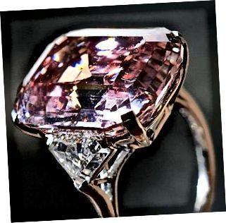 Graff přírodní růžový diamant, jeden z nejvzácnějších a nejdražších drahokamů na světě