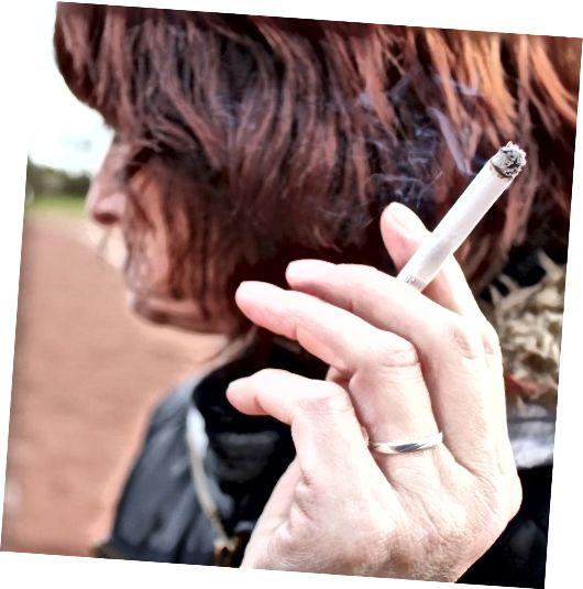 Suitsetamine kuivab su naha ära. See muudab proovimise kena sära saamiseks või jumestuskreemi ühtlaseks kandmiseks väga keeruliseks.