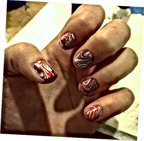 Εδώ έμοιαζαν τα νύχια μου αφού ολοκλήρωσα το μαρμάρινο σε κάθε δάχτυλο!