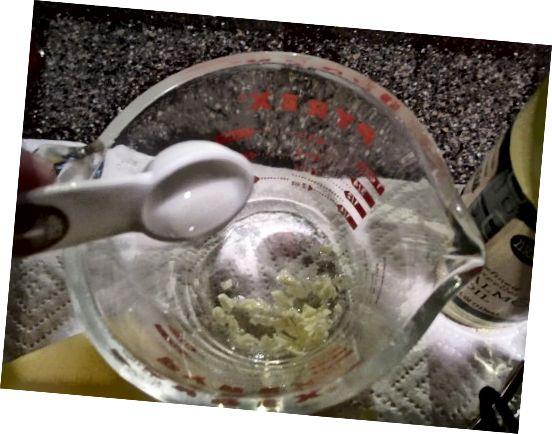 تمام مواد لازم را EXCEPT ویتامین E را درون یک ظرف شیشه پیرکس قرار دهید.