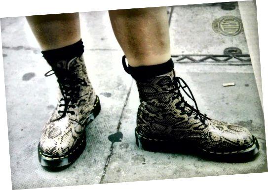 सबसे अच्छे, भयंकर डॉक्स-स्नेकस्किन, 1996 में खरीदे गए! यह तस्वीर लंदन की सड़कों पर ली गई थी। (नहीं, वे अब उन्हें नहीं बनाते हैं।)