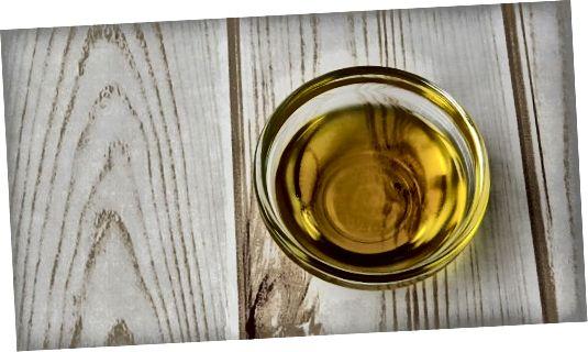 Hořčičný olej je skvělým přírodním tmavším pro všechny barvy vlasů.