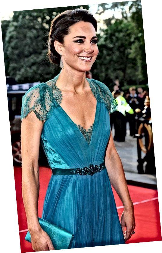Είναι αυτό το καλύτερο φόρεμα της Δούκισσας του Κέιμπριτζ ποτέ; Η Κέιτ Μίντλετον απέδειξε για άλλη μια φορά ότι το πιο συνηθισμένο πηλίκο της είναι εξίσου ευγενικό, αν όχι περισσότερο, από ένα βασιλικό.