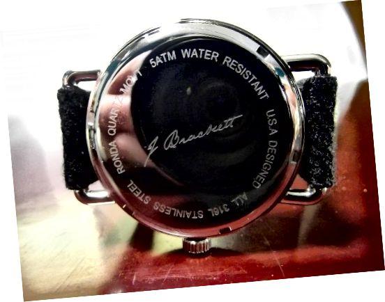 Caseback του ρολογιού J. Brackett Camden Quartz